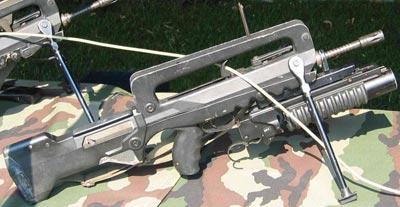 FAMAS F1 с установленным 40-мм подствольным гранатометом