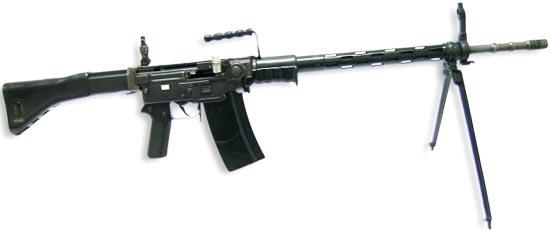 Штурмовая винтовка SIG Stgw 57 на сошках