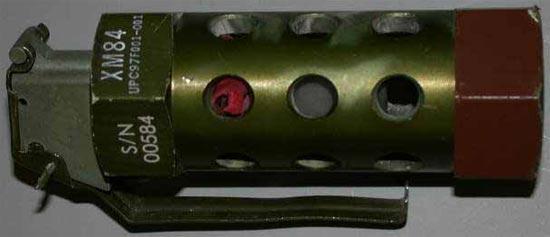 Свето-звуковая граната XM84 (M84) была разработана для вооружения полиции, полицейского...